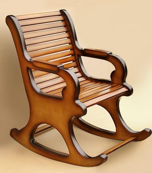 Деревянная кресло-качалка